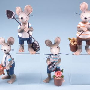 standing-mice